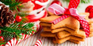peperkaker og granbar pyntet til jul